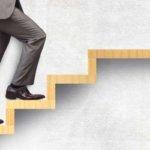 上昇志向が強い人の特徴 – なぜ地位・名誉・金にこだわるのか