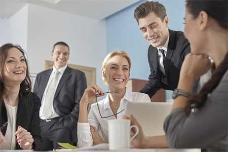 仕事仲間に尊敬される女性