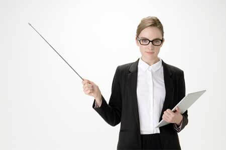 嫌味への対処法を教える女性