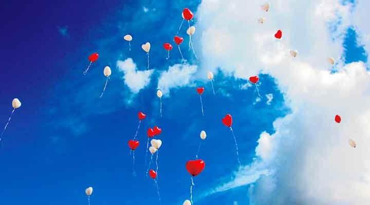 青空を自由に漂う様々な愛