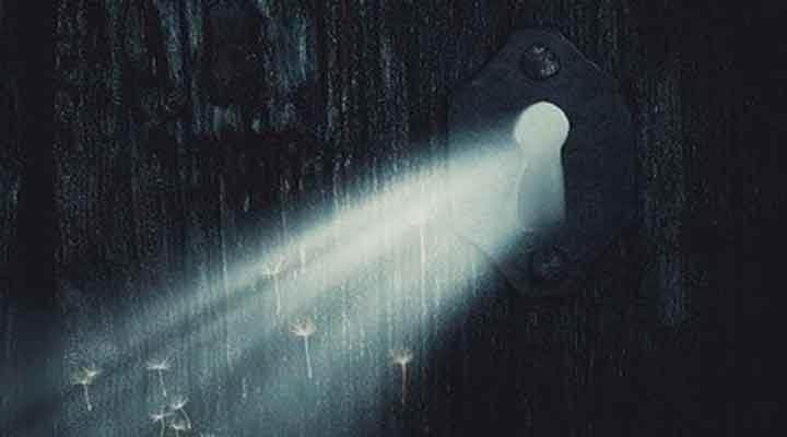 光の世界への扉の鍵穴